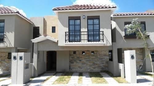 Se Vende Hermosa Casa En Zibata, Fraccionamiento Exclusivo C