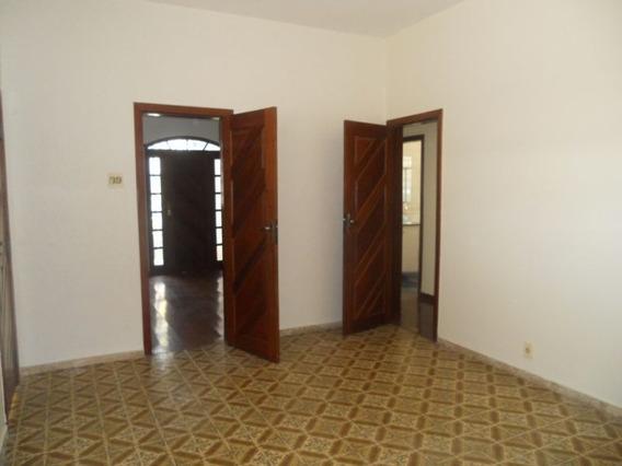 Casa De 03 Quartos Bairro Sagrada Família Próximo Avenida Silviano Brandão - 1575