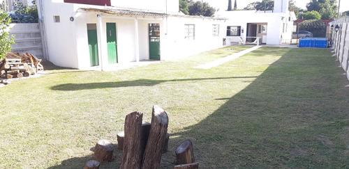 Casa 3 Ambientes Muy Amplios Y Luminosos Con Parque, Quincho