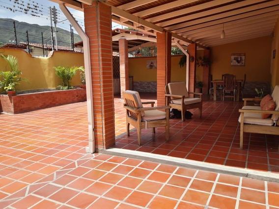 Maison C.a Vende Hermoso Townhouse En El Castaño 04145431974