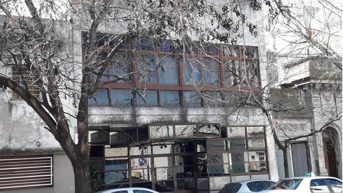 Edificio Institucional De 901 M2 En Calle 2 E/ 43 Y 44