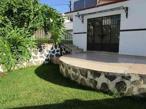 Casa En Venta En Un Nivel,col. Volcanes, Cuernavaca Morelos.