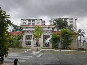 Apartamento Amoblado En Alquiler En Versalles 20-2278 Emb