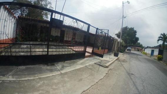 Casas En Venta En Las Trinitarias Barquisimeto Lara 20-18443