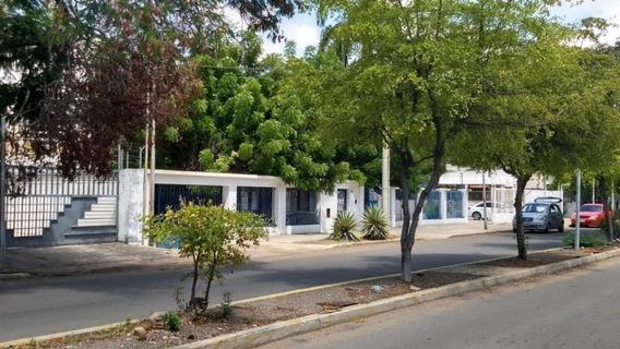 Casa En Venta. Calle 72. Mls 19-16025.