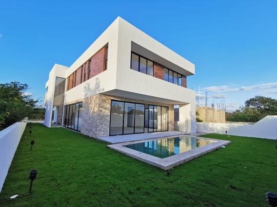 Yucatán Country Club Residencia En Privada Oasis En Venta, (55)