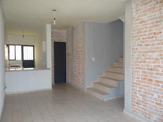 Casa En Renta Con Recámara En Planta Baja.