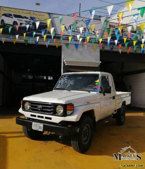 Toyota Macho Pick-up Hembra