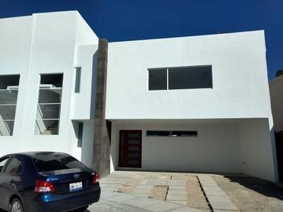 Preciosa Casa En Zibatá, Alberca, 3 Recámras, Jardín, Premium, Golf, 2.5 Baños..