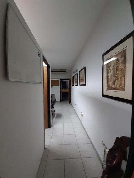 Oficina Amoblada Montebianco Av. Bolívar. Wc