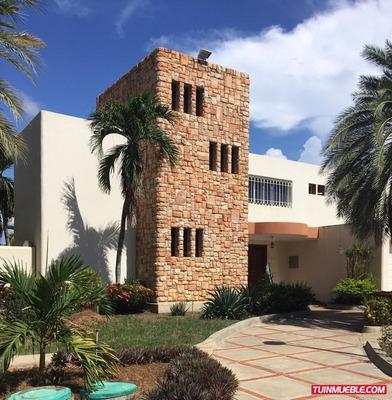 Bella Casa En Las Villas