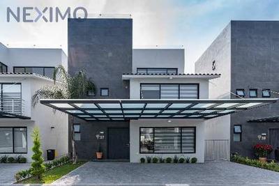 Hermosa Casa En Metepec. Súper Acabados De Lujo. Buena Ubicación