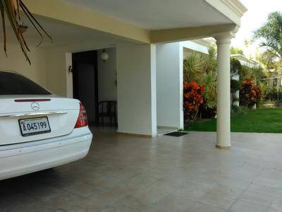 Casa De Venta En Excelente Zona Residencial En Jarabacoa.