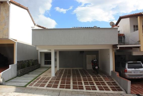 Exclusiva De Solo 9 Casas En Sector Barrio El Lobo.