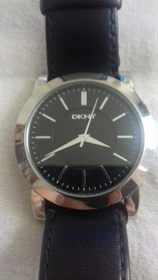 Reloj De Pulso Marca Dkny Color Negro.
