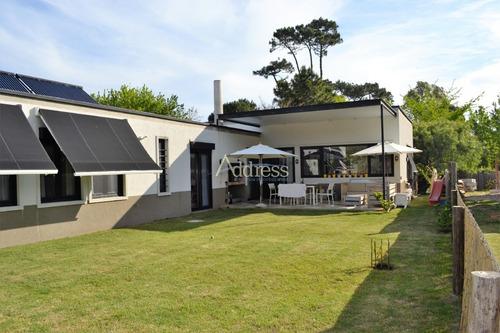 Impecable Y Muy Confortable Casa, Excelente Zona Cerca De Todo- Ref: 2179
