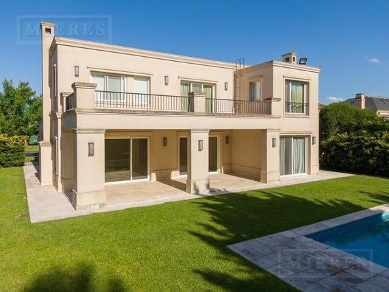 Excelente Casa En El Barrio La Isla Sobre Muy Buen Lote Interno - Venta Y Alquiler