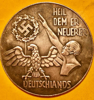 Gran Medalla Nazi Hitler Con Swastika 5.5 Cms Y 9 Timbres