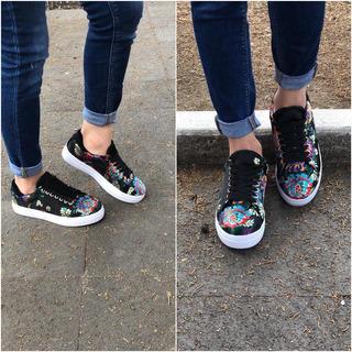 Sneakers Negro Grabado