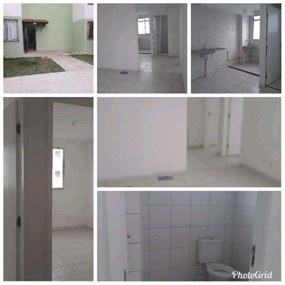 Apto, 2 Quartos, Sala, Cozinha, Banheiro, Área Pequena.