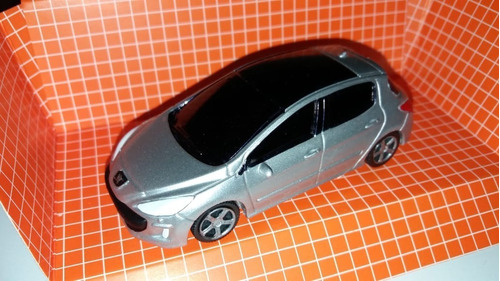 Autito En Escala 1.43 Peugeot 308, Color Plateado