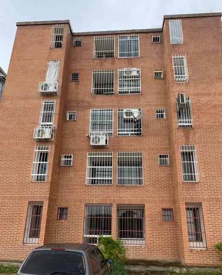 Venta De Apartamento Res. Los Girasoles, Charallave - Cua