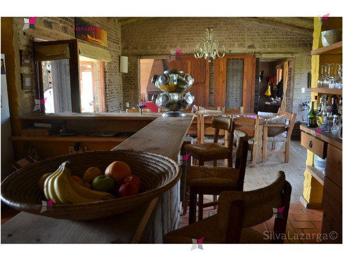 Casa En Punta Ballena, 5 Dormitorios *- Ref: 7977