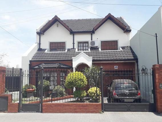 Casa 4 Ambientes Con Quincho Y Cochera