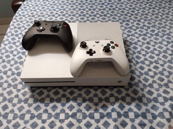 (negociando) Xbox One S 1 Tb 2controle