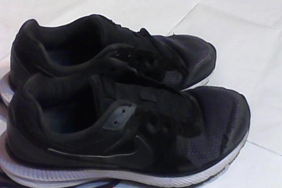 Zapatillas Running En Color Gris Acero Con Detalle De Cosido