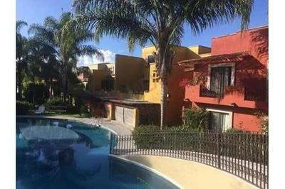 Casa En Venta, Fraccionamiento Privado, San Miguel Allende, Con Amenidades. Albercas, Jacuzzi, Cancha De Paddle.