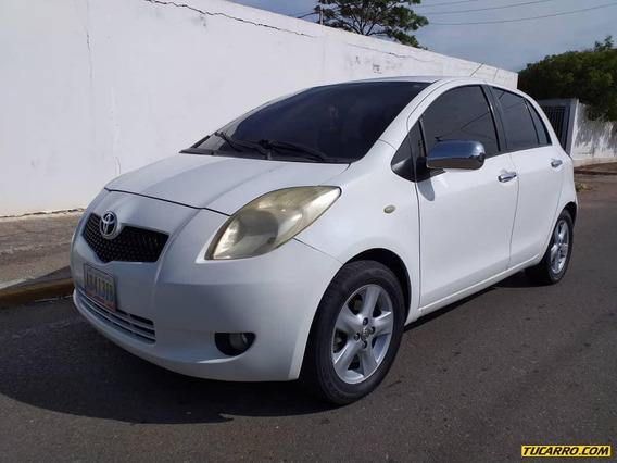 Toyota Yaris 4p Automatico