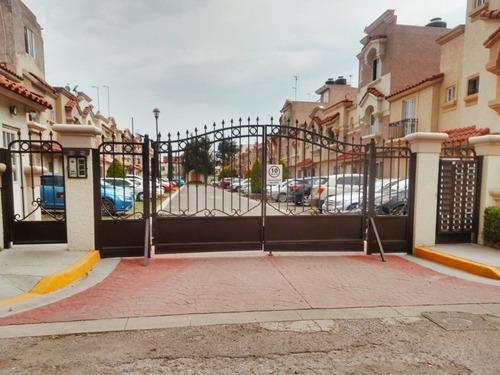 $1540,000 Casa 3 Niveles, En Urbi Quinta Montecarlo