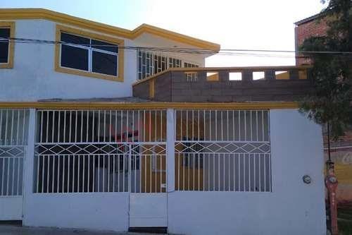 Excelente Casa De 2 Pisos Al Sur De La Ciudad En Fraccionamiento Periodistas