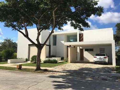 Residencia Frente A Campo De Golf En Country Club Yucatan