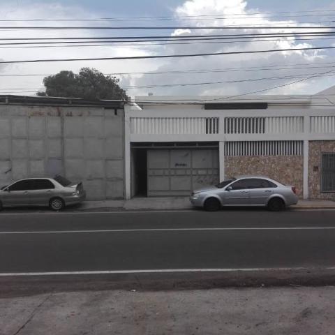 Galpón Comercial En Alquiler. Delicias. Mls 20-15020.