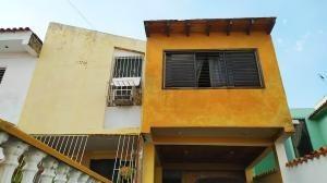 Casas En Venta La Esmeralda San Diego Carabobo 20-6162 Ys