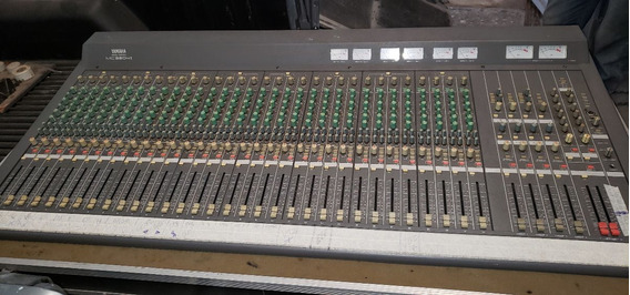 Mesa De Som Yamaha Mc 3204   - Com Case