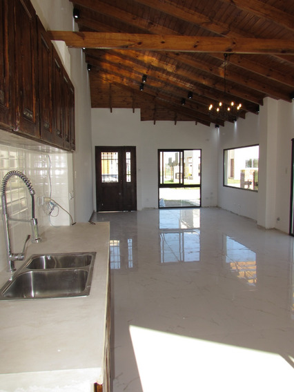 Casa De 4 Ambientes A Estrenar - 114m2 - Barrio Laguna Azul
