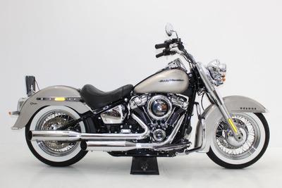 Harley Davidson Softail Deluxe 2018 Prata Motor 107