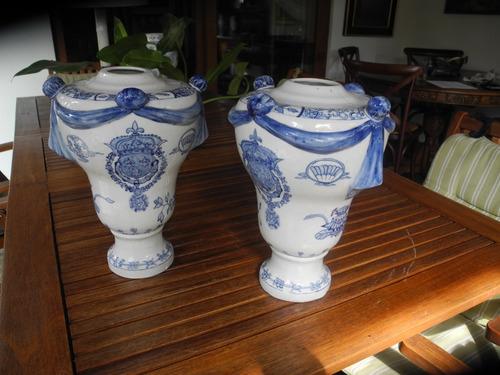 Par De Potiche De Porcelana Antiguos Con Relieves Y Dibujos