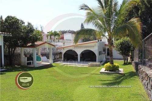 Imagen 1 de 18 de Venta De Bonita Casa En Oaxtepec