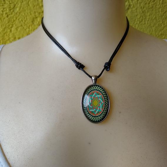 Colar Mandala Fluorescente Brilha No Escuro Ref: 8092