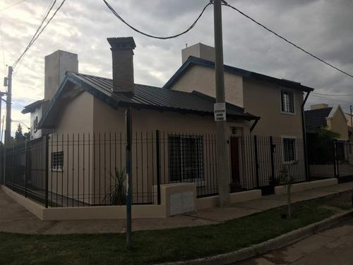 Imagen 1 de 11 de Casa De Tres Dormitorios En Venta En Zona Sur - Parque Alameda