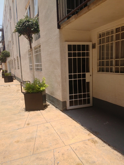 Departamento Amueblado 2 Recamaras Con 1 Baño Sala-comedor