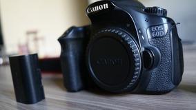 Canon 60 D Em Perfeito Estado, Mais Uma Bateria E Carregador
