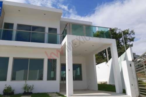 Casa Residencial En Fraccionamiento La Vista En Tuxtla Gutierrez