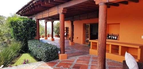 Casa En Venta Con Agradable Vista, Valle De Bravo