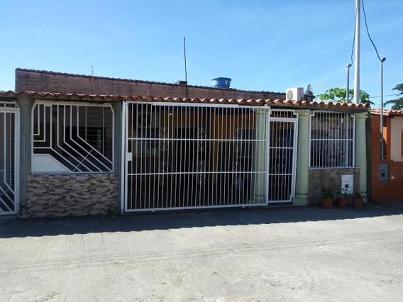 Casa En Venta Paraparal Pt 20-362 Tlf.0241-825.57.06