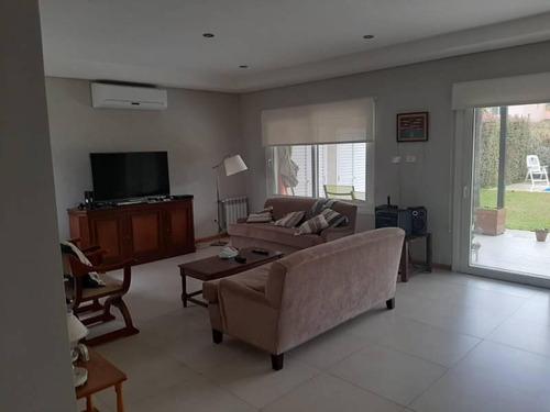 Hermosa Casa. Nueva Barrio Jacaranda